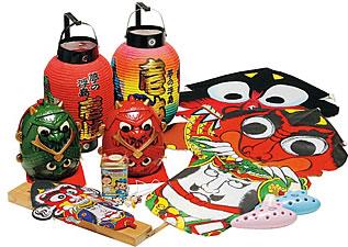 写真:壱岐の鬼凧など、伝統工芸品の数々。