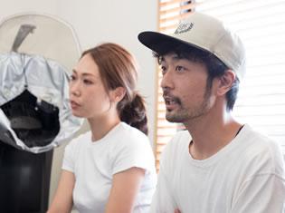 写真:インタビュー中の濱口さんご夫妻。